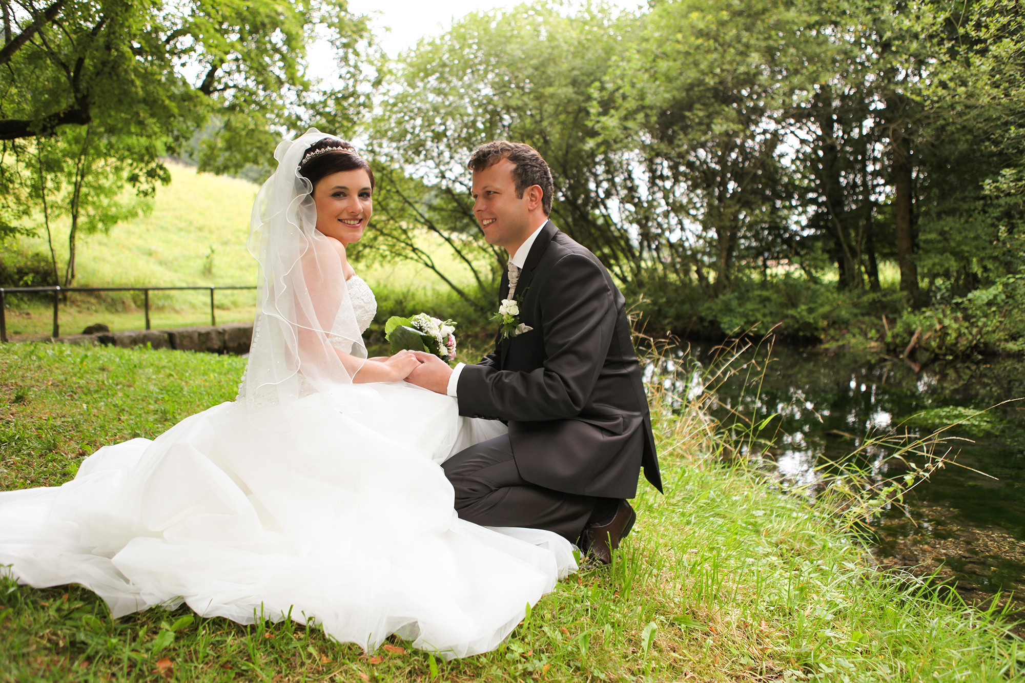 Liebe Blogleser, dieses Jahr ist vorbei und ab morgen steht am Ende des Datums die Zahl 2015. Ich hatte zum Ende des Sommers hin noch viele Hochzeiten, die mich auch teilweise vom Schreiben abhielten. Es entstanden viele sehr schöne Fotos und auch das Feedback der Hochzeitspaare war durchwegs positiv, was […]
